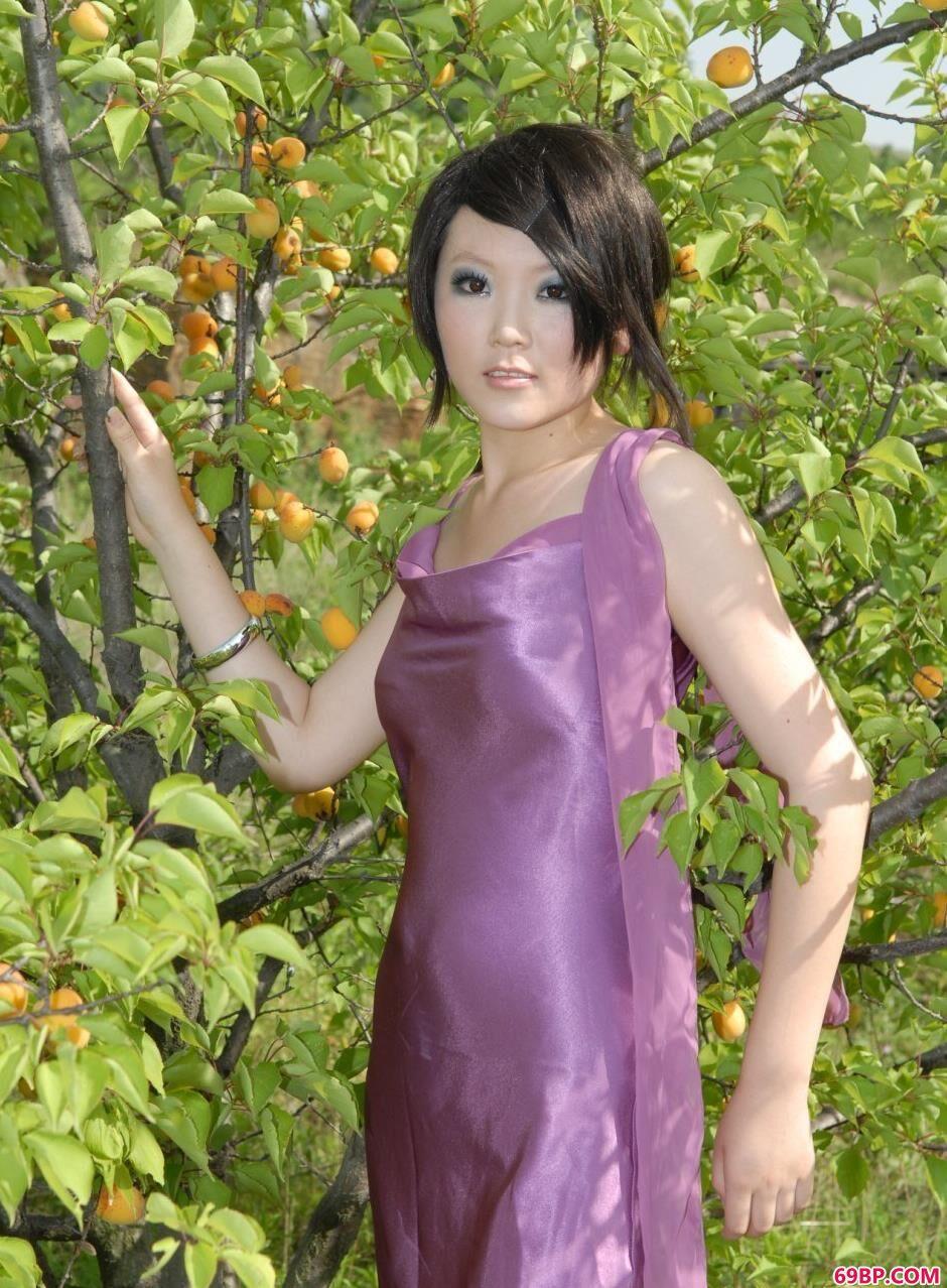 裸模梦梦树林里的娇小美体1