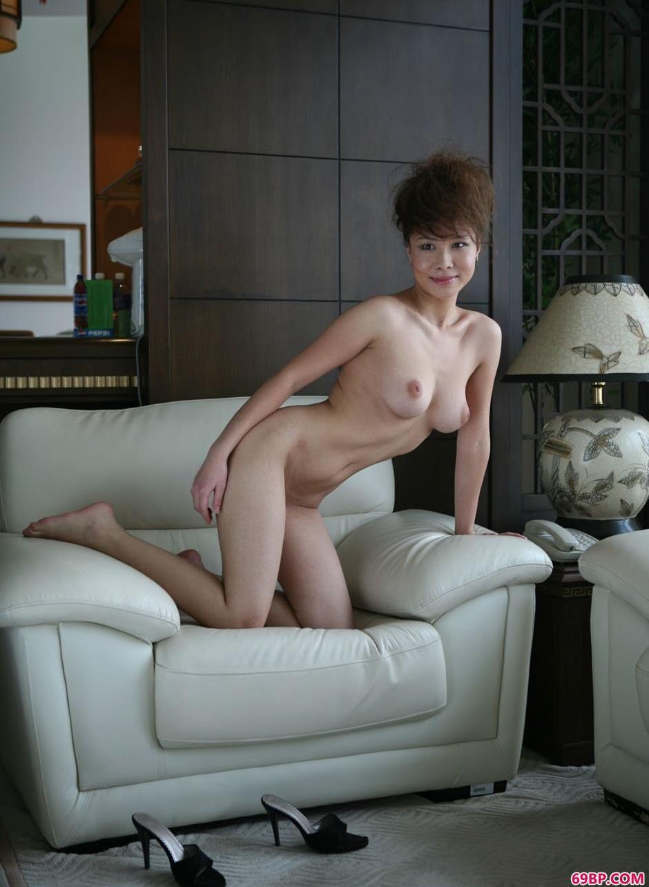 裸模天虹新房子里的撩人美体_下一篇国模精品图套150p