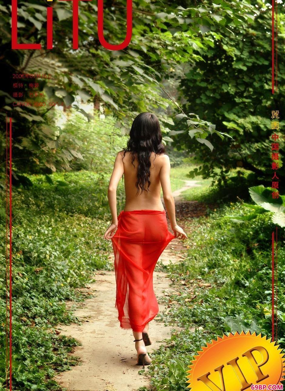 美模梅婷农村小路上的妩媚人体