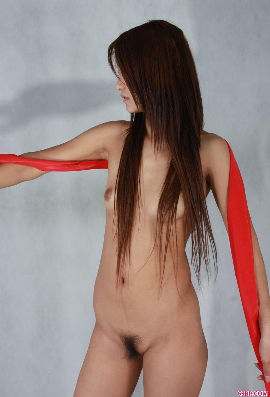 靓女小艳照片棚里的红纱人体_经典欧美式X0X0又黄动态图