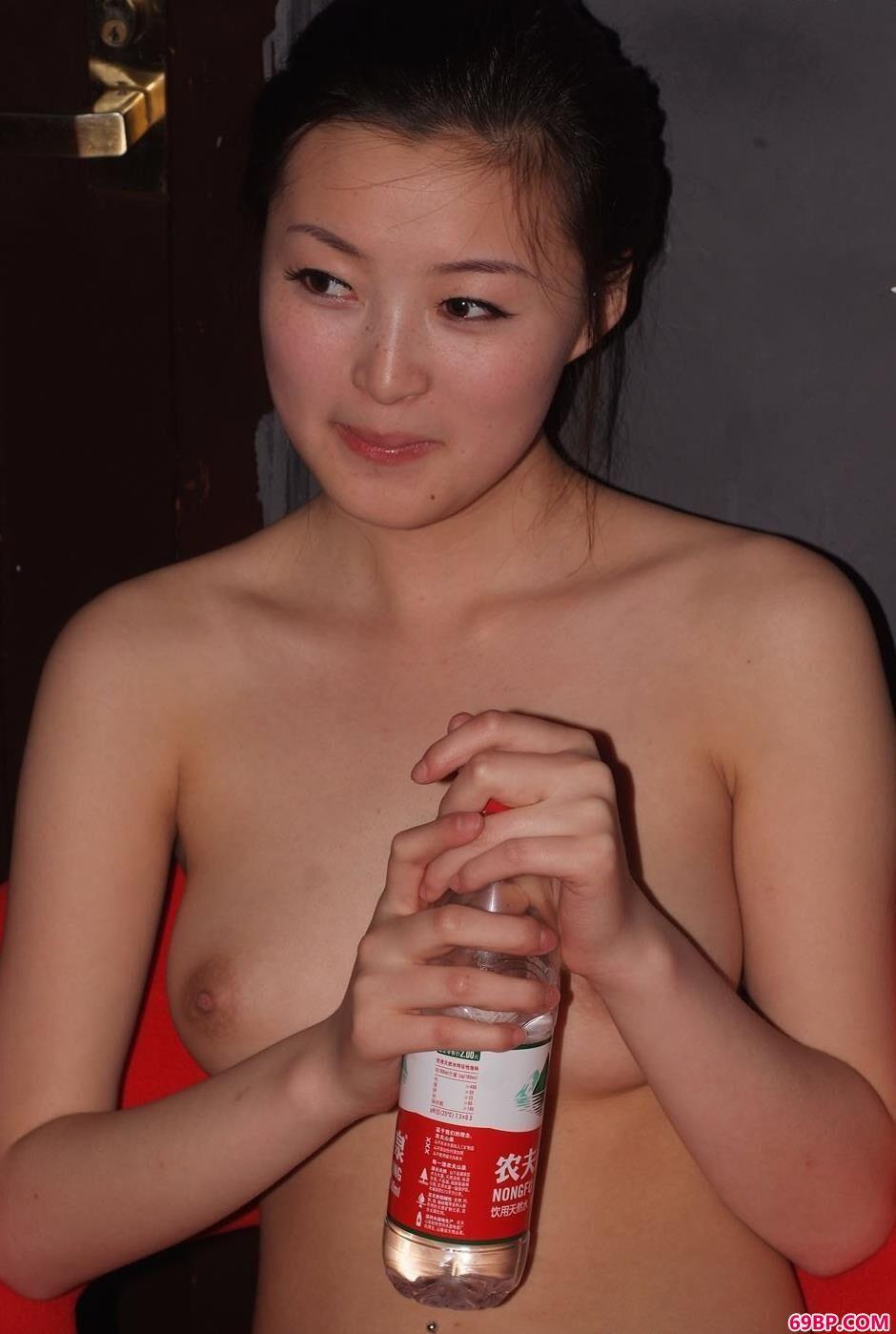 美人名模安哥哥口渴了2_XXX日本厕所撒尿