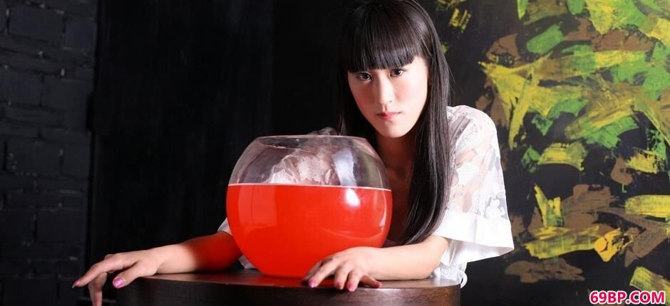 涣莎红色鱼缸魔鬼身段1