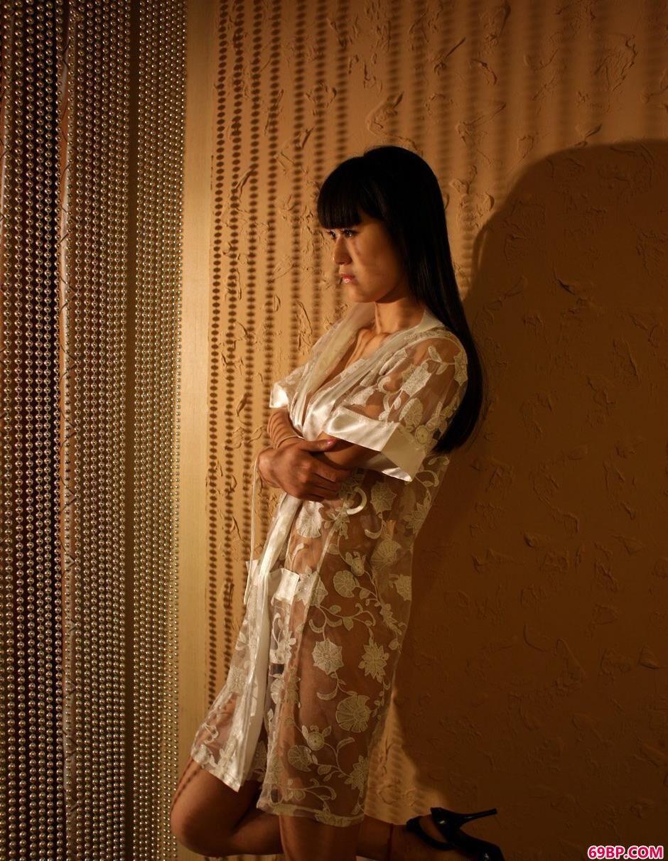 嫩模唤莎室内人体1_查询西西人体艺术图片