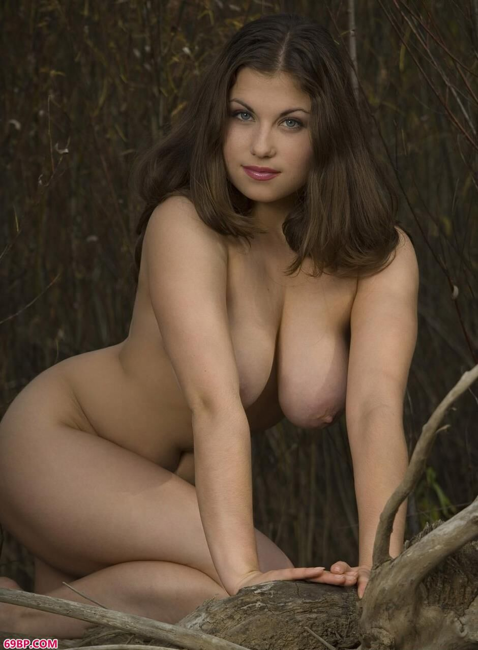 超模RUTH户外野地里的美丽人体2