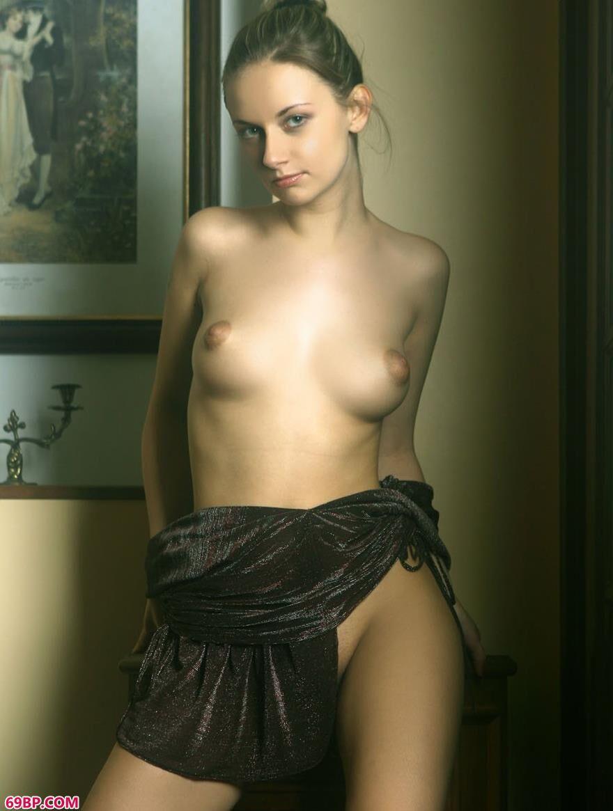 国外美人琳达室内人体艺术5