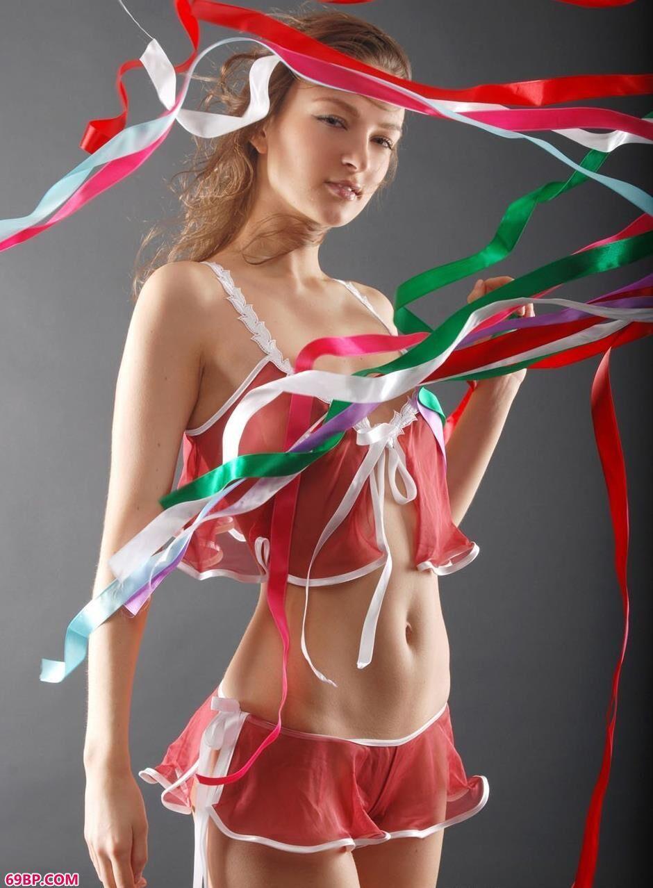 MARINA彩色丝带人体1