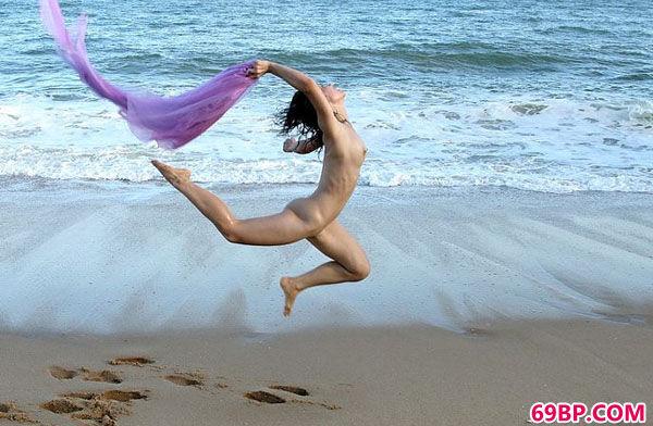韩国美人大尺度写照集之海滩飞人