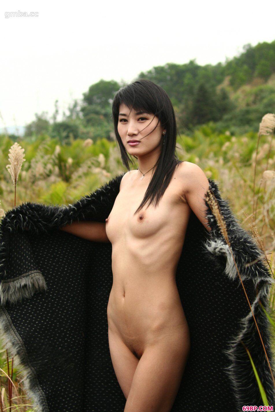 靓妹国模毛毛外景人体写真